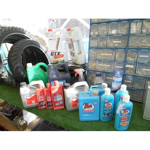 39 - Buffer polisher & motor oil etc...