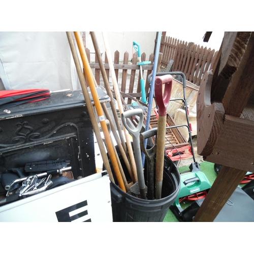 58 - Qty tools...