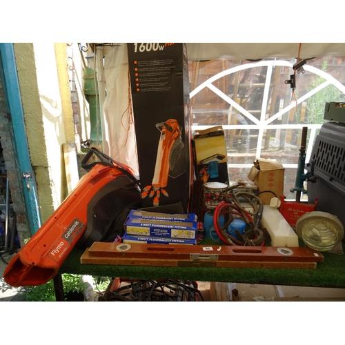 46 - Leaf blower, light bulbs & other tools...