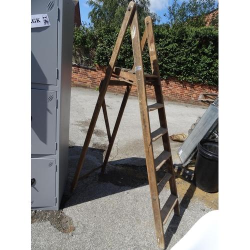 19 - Vintage wooden step ladder