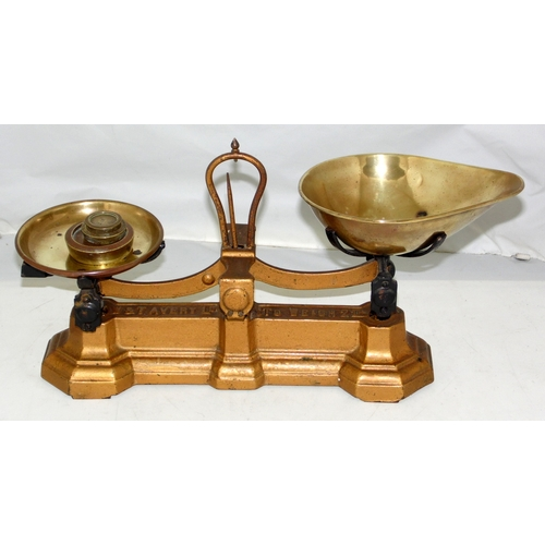 8 - Vintage W & T Avery Cast Iron Scales To Weigh 2LB with 3x Weights 8oz, 2oz, 1oz....