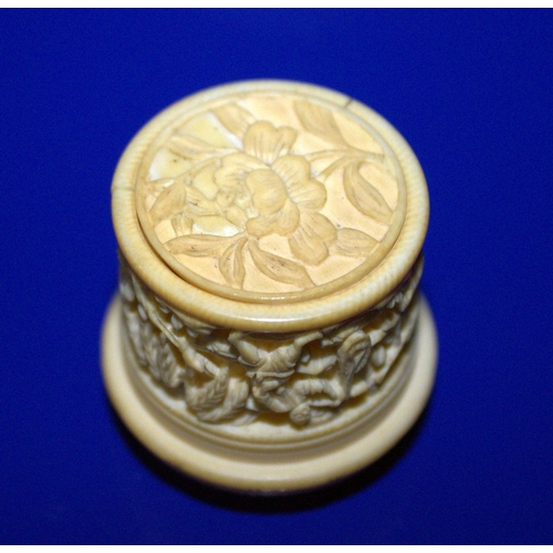 311 - Rare Early 19thC Cantonese Ivory Ladies Lidded Rouge Pot, Finely Carved To The Lid With Chinese Figu...