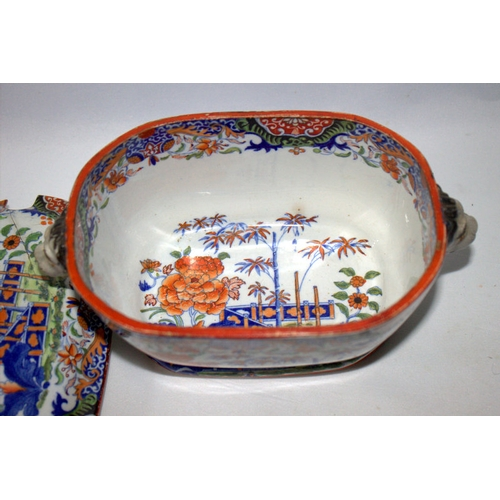 453 - Early 19thC Sauce Tureen, Chinnoiserie Decorated Probably Mason's, Lion Mask Handles And Knop, Damag...