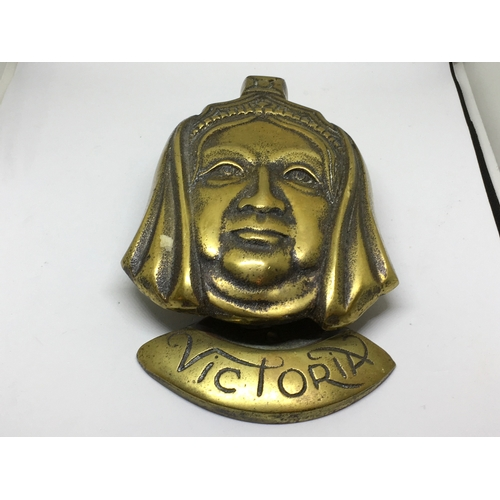 489 - ANTIQUE, LARGE HEAVY BRASS VICTORIA DOOR KNOCKER. MARKED TO REAR WITH REGISTERED DESIGN & GT BRITAIN...