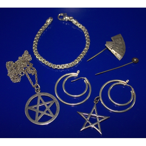 46 - Small Mixed Lot Comprising A Silver Box Chain Bracelet, 2 Silver Star Of David Pendants, One On Silv...
