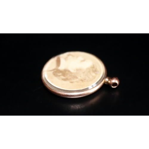 56 - 9ct Gold Glazed Picture Pendant, Fully Hallmarked, Diameter 24mm, Weight 4.3g...