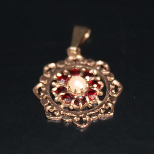 166 - 9ct Gold Pendant, Central Pearl Surrounded By 8 Garnets, Fully Hallmarked, 20mm Diameter, Weight App...