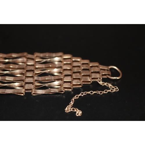43 - 9ct Gold Gate Bracelet, Missing Padlock, Fully Hallmarked, Weight 13g, Width 24mm...
