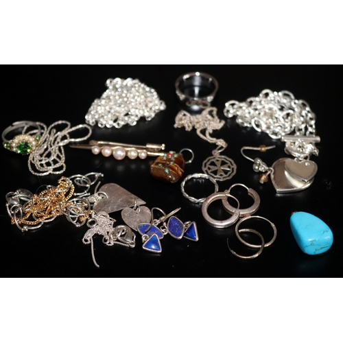 123 - Small Mixed Jewellery Lot To Include Earrings, Brooch, Chains, Bracelet, Pendant, Some Silver...