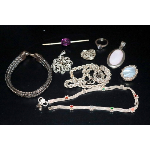 323 - Small Mixed Lot Of White Metal And Silver Jewellery Includes Chains, Bracelet, Pendants, Brooch Etc....