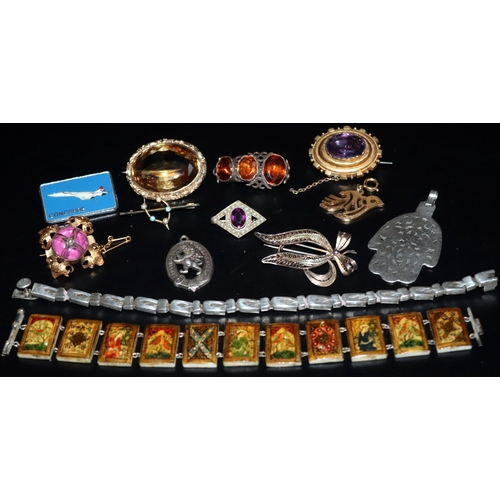 522 - Mixed Lot Of Jewellery, Some Antique, To Include Silver Brooch, Silver Bracelet, Yellow Metal Brooch...