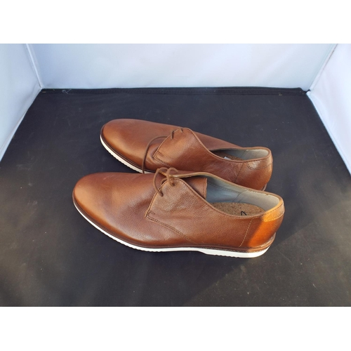 33 - New Clarks shoes size 6.5...