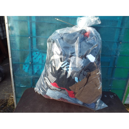 19 - Bag of mens clothing...