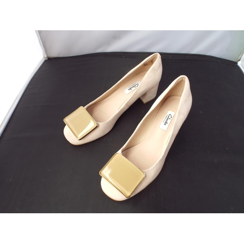 21 - Like new womens Clarks shoes size UK 5.5...