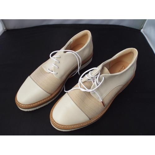 22 - Like new lady's Clarks shoes size UK 5.5...