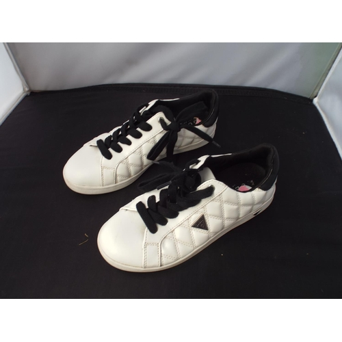 23 - Lady's Guess trainers size US 7...