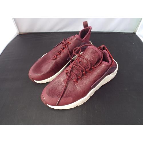28 - Nike Huarache trainers size 5...