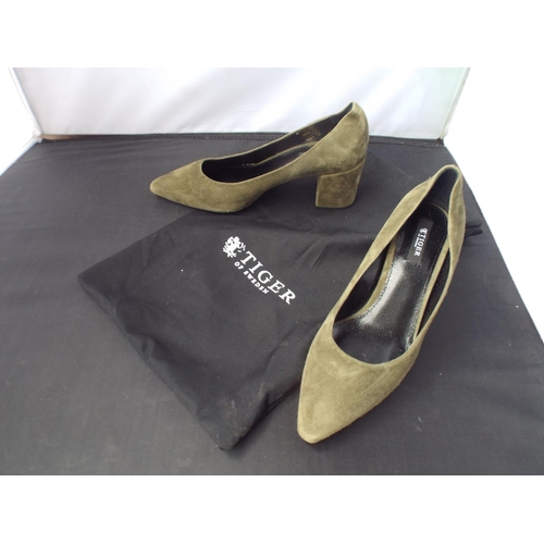 29 - Lady's Tiger of Sweden shoes size 36...