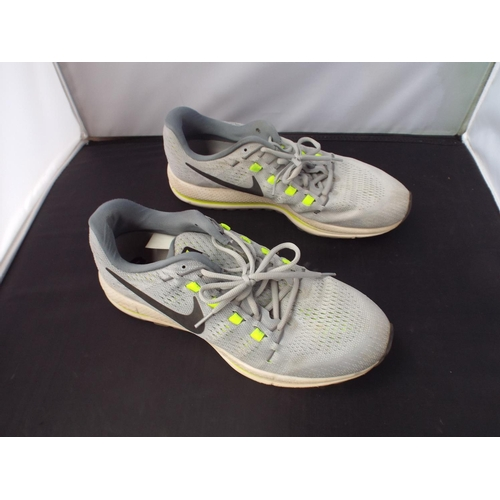 30 - Nike trainers size 10...