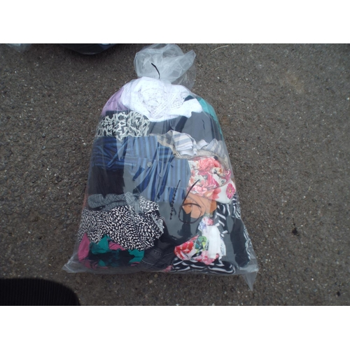16 - Bag of womens clothing...