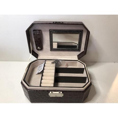 20 - New jewellery box