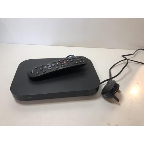 7 - Sky mini Q box with remote