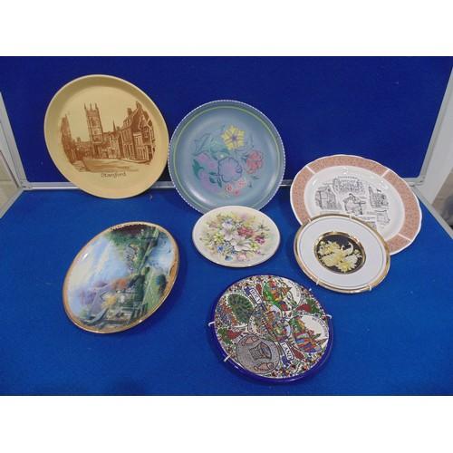 30 - Selection of china plates...
