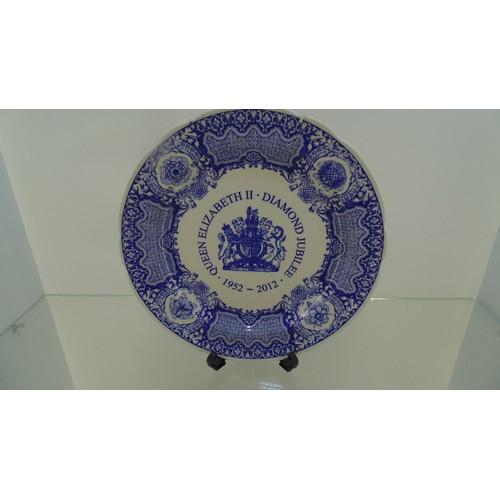 156 - Large Decorative plate of Queen Elizabeth diamond jubilee 1952-2012