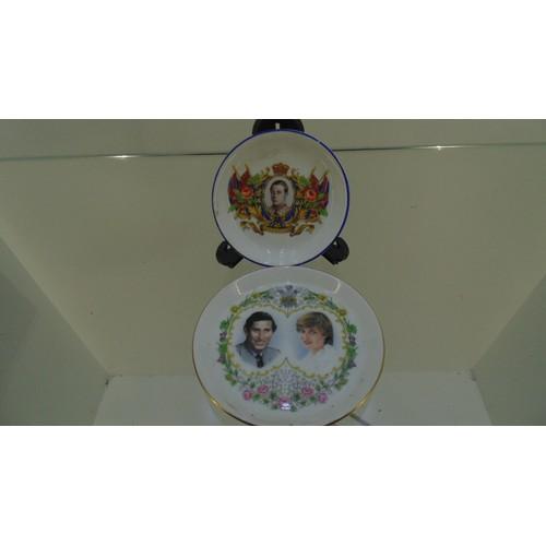 176 - Boxed x2 royal collectible royal plates...