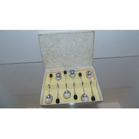 Set of 6 silver coffee , spoons in original box  London 1905 77 grams .
