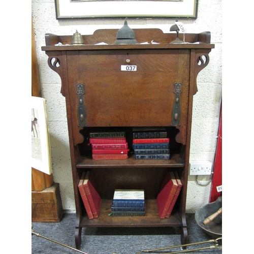 37 - Art's and Crafts oak bureau bookcase.  H:125cm, W:85cm, D:32cm....