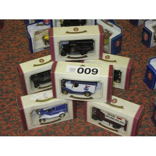 9 - 6 Oxford Die Cast model Trucks and Busses....