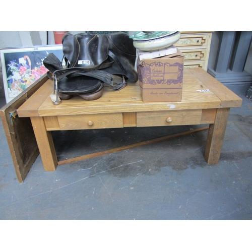 40 - Oak coffee table....