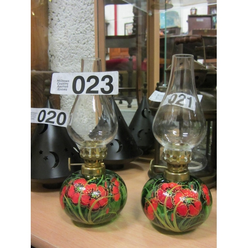 23 - Pair of hand painted oil lamps. H:18cm....
