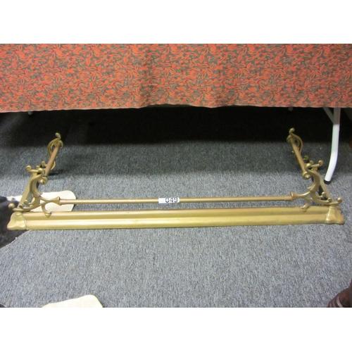 49 - Good victorian brass fender. L:134cm....