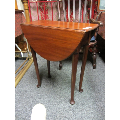 51 - Good edwardian mahogany oval drop leaf table. Top: 77cm x 59cm...