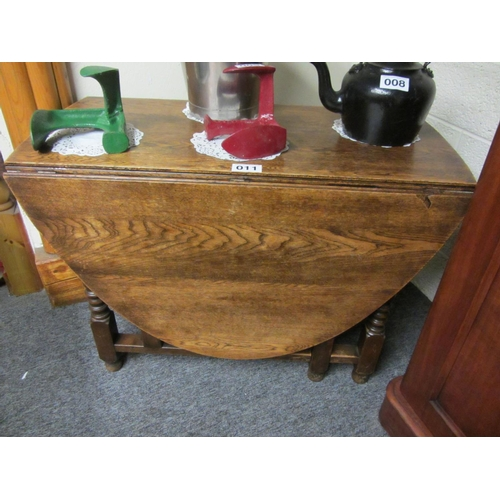 11 - Oak oval drop leaf table. Top: 165cm x 107cm...