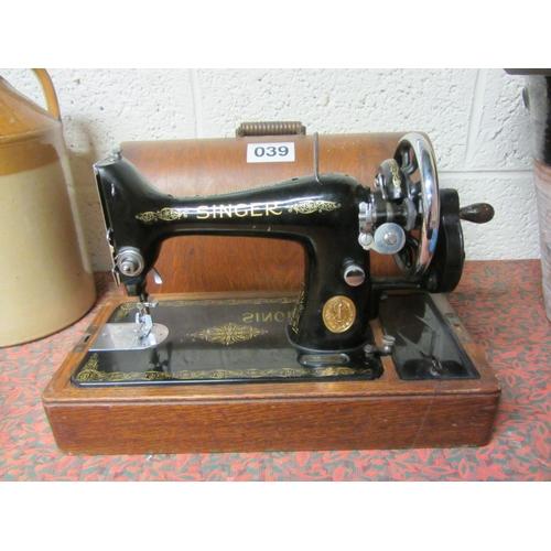 39 - Good Antique Singer sewing machine in case....