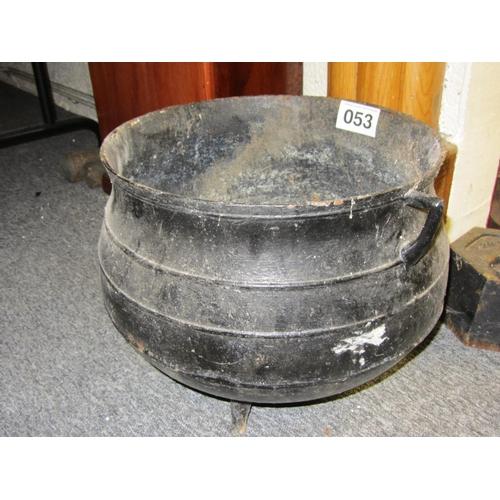 53 - Antique Cast iron skillet pot....