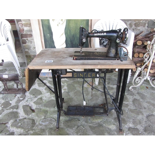 18 - Table top singer sewing machine.