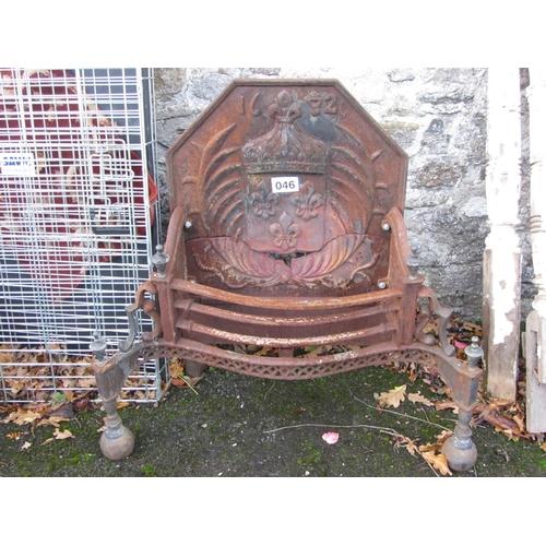 46 - Cast iron fire grate.  90cm x 40cm.