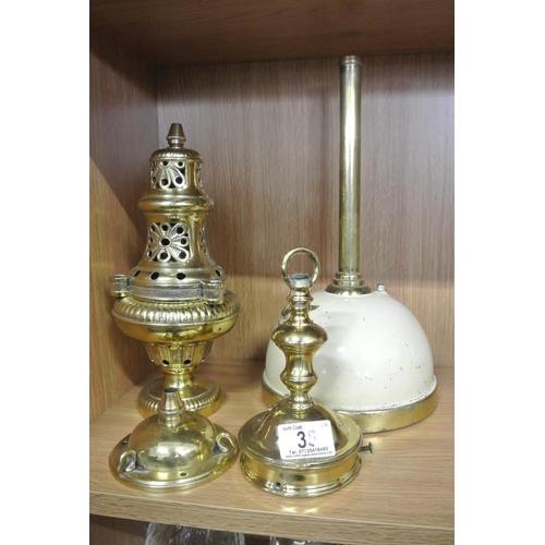 35 - A collection of antique/ vintage lamp/ Tilley lamp pieces....