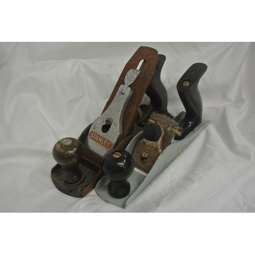 7 - 2 vintage woodworking planes, to include a Stanley Bailey no 4....