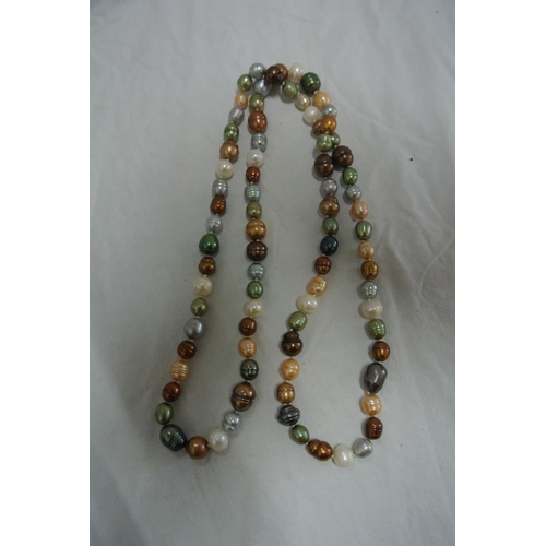 55 - A cultured pearls necklace...