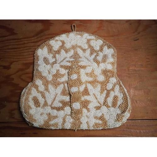 21 - A stunning antique beaded 'flapper' clutch purse....
