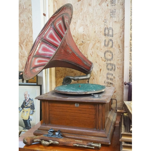 34 - A stunning antique gramophone with decorative horn, in need of some restoration....