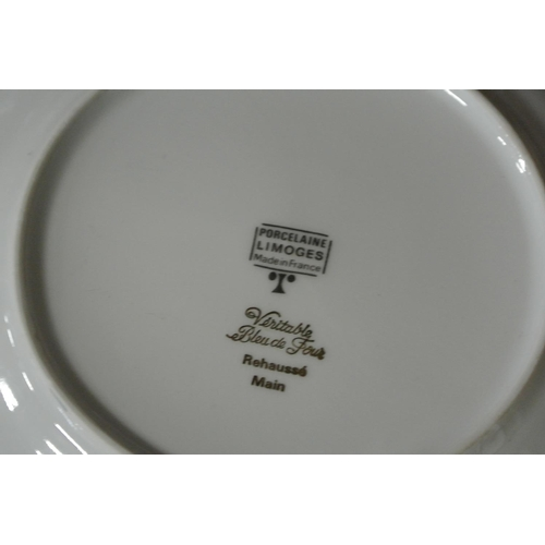 24 - An assortment of collectors cabinet plates....
