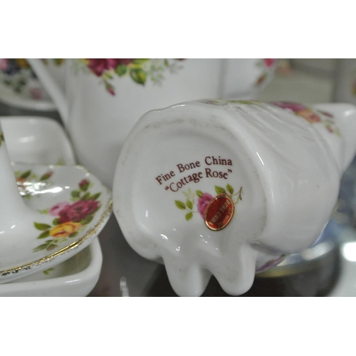 48 - An assortment of decorative ceramics....