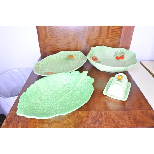 53 - Four pieces of cabbage leaf pattern Crown Devon pottery.