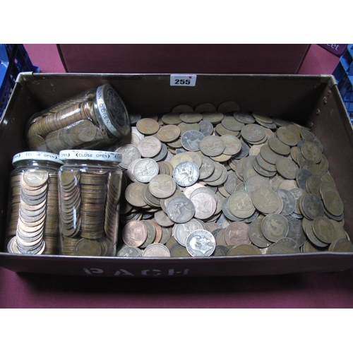 255 - A Quantity of G.B Pre-Decimal Pennies and Half Pennies, assorted years, good date run material....